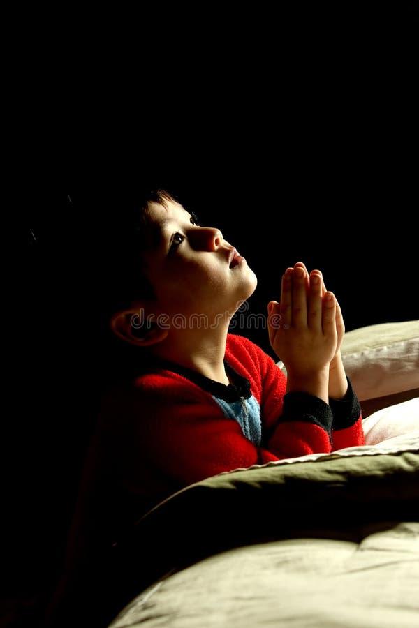 молитва время ложиться спать стоковые фото