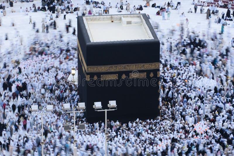 Молитва и Tawaf мусульман вокруг AlKaaba в мекке, жителе Саудовской Аравии Arabi стоковые изображения