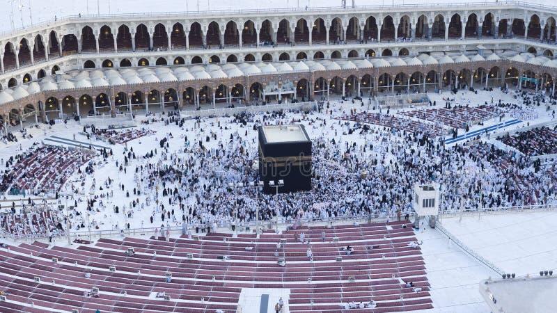 Молитва и Tawaf мусульман вокруг AlKaaba в мекке, жителе Саудовской Аравии Arabi стоковое фото