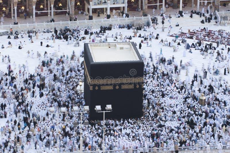 Молитва и Tawaf мусульман вокруг AlKaaba в мекке, жителе Саудовской Аравии Arabi стоковое изображение