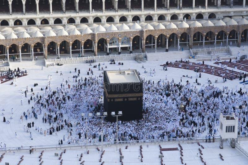 Молитва и Tawaf мусульман вокруг AlKaaba в мекке, жителе Саудовской Аравии Arabi стоковое фото rf