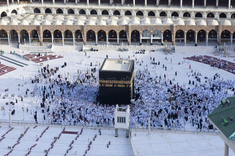 Молитва и Tawaf мусульман вокруг AlKaaba в мекке, жителе Саудовской Аравии Arabi стоковые фото