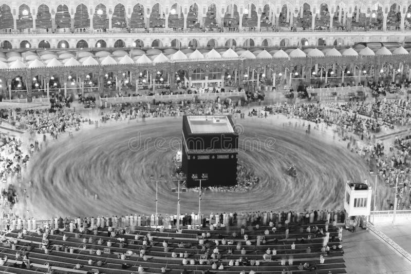 Молитва и Tawaf - circumambulation - вокруг AlKaaba в мекке, a стоковые фото