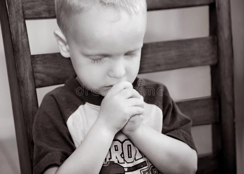 молить ребенка стоковая фотография rf
