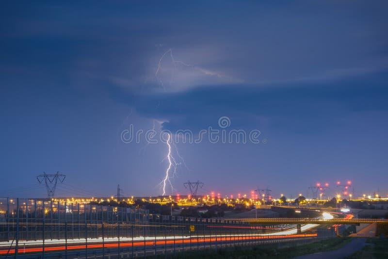 Молнии на Люблине во время одного из штормов в 2017 стоковое изображение
