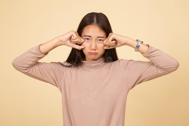 Молодая азиатская женщина грустная и выкрик стоковое фото rf
