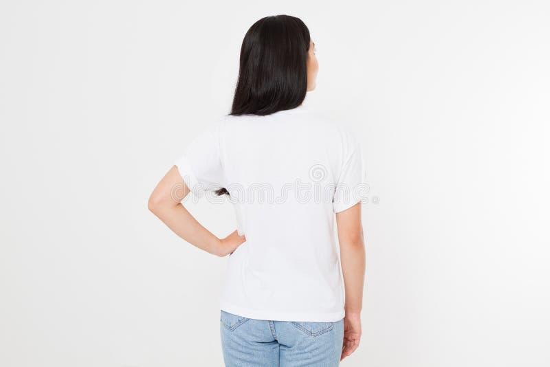 Молодая азиатская японская женщина в пустой белой футболке дизайн футболки и концепция людей Вид спереди рубашек изолированное на стоковые фотографии rf