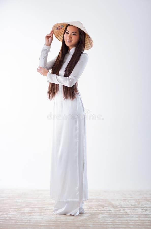 Молодая въетнамская женщина стоковые изображения