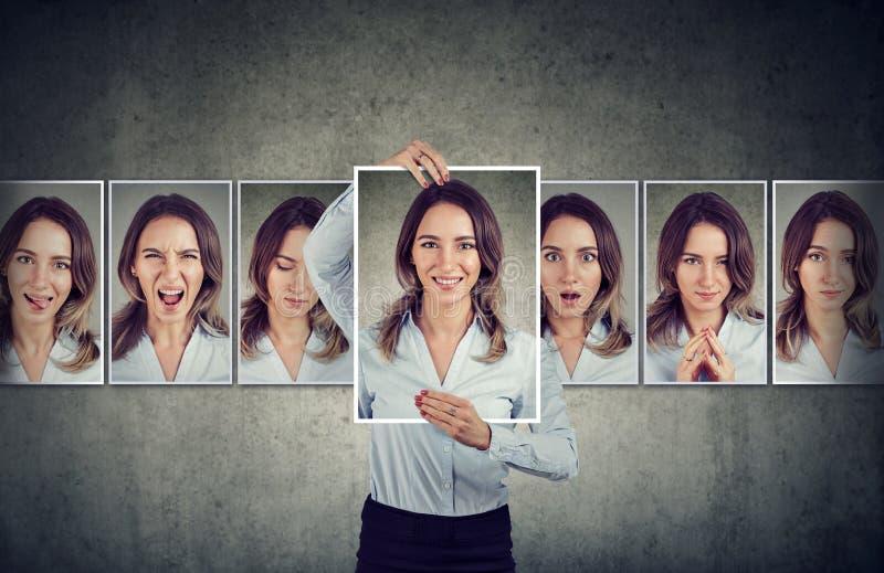 Молодая женщина выражая различные эмоции стоковая фотография rf