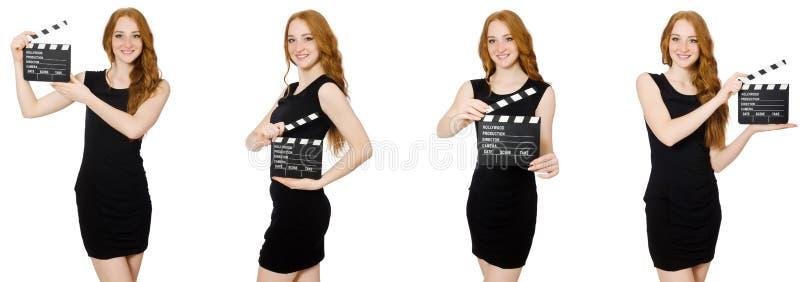 Молодая женщина в черном нумераторе с хлопушкой удерживания платья стоковое фото