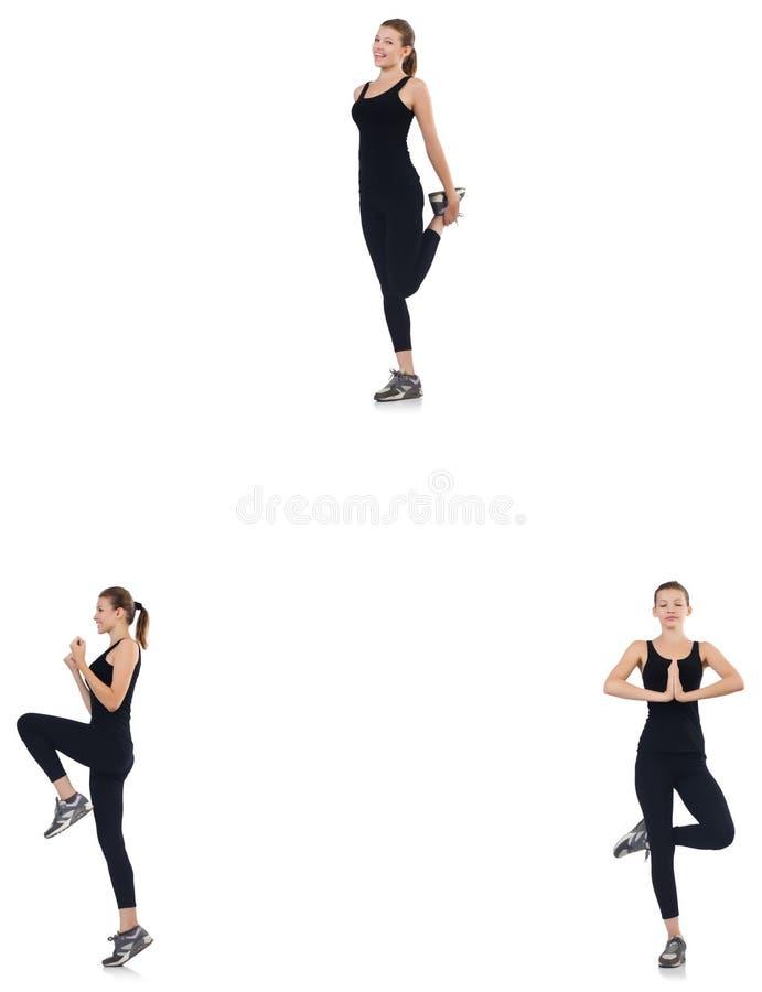 Молодая женщина делая тренировки изолированные на белизне стоковые фото