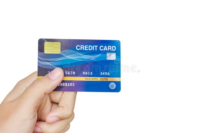 Молодая женщина держа кредитную карточку изолированный на белой предпосылке с путем клиппирования, для ходить по магазинам дело,  стоковые изображения rf