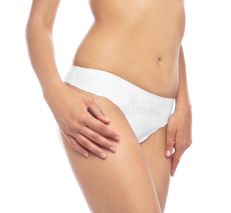 Молодая женщина показывая ровную кожу после epilation бикини стоковое изображение rf