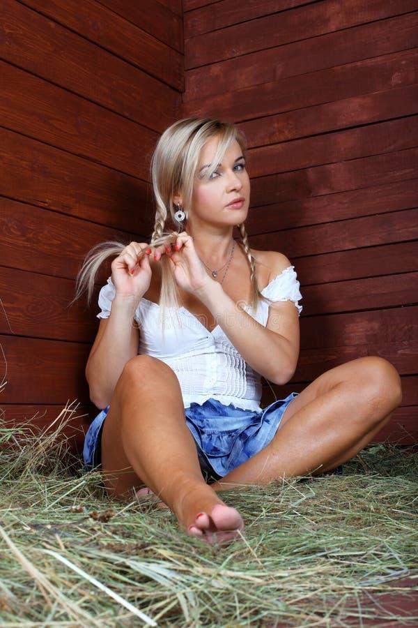 Молодая женщина страны стоковая фотография rf