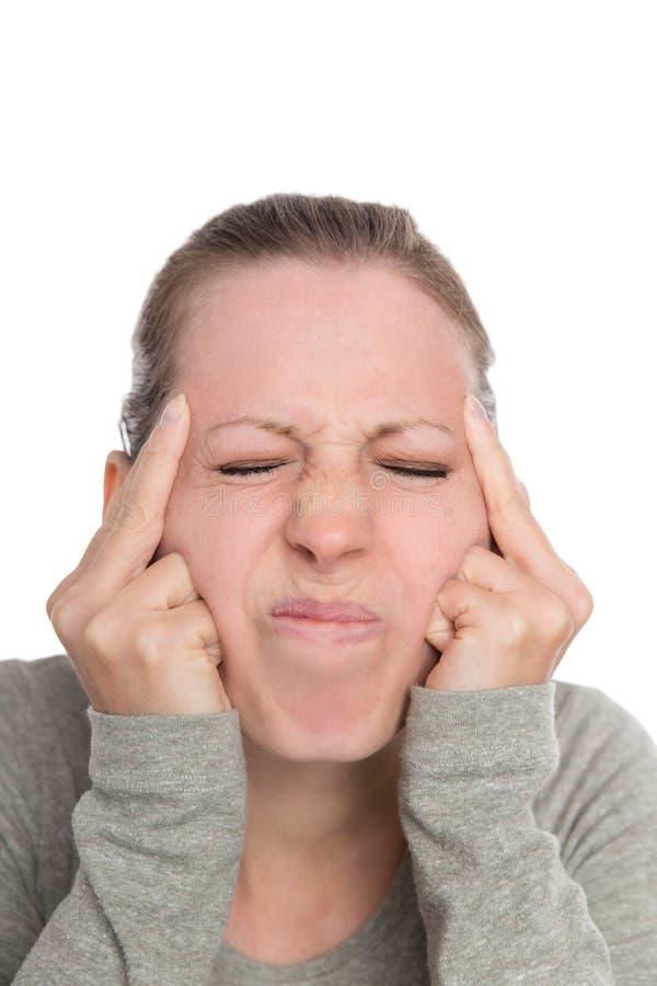Молодая женщина с мигренью или головной болью, симптомами стоковые изображения