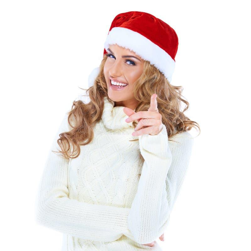 Молодая женщина с указывать шлема Санта стоковые фотографии rf