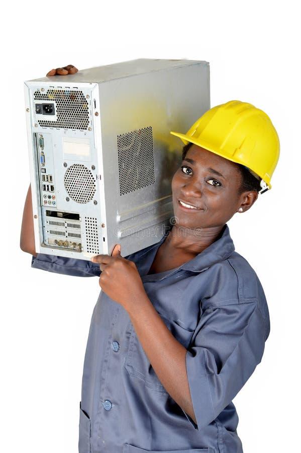 Молодая женщина с C.P.U. компьютера на ее плече стоковое изображение