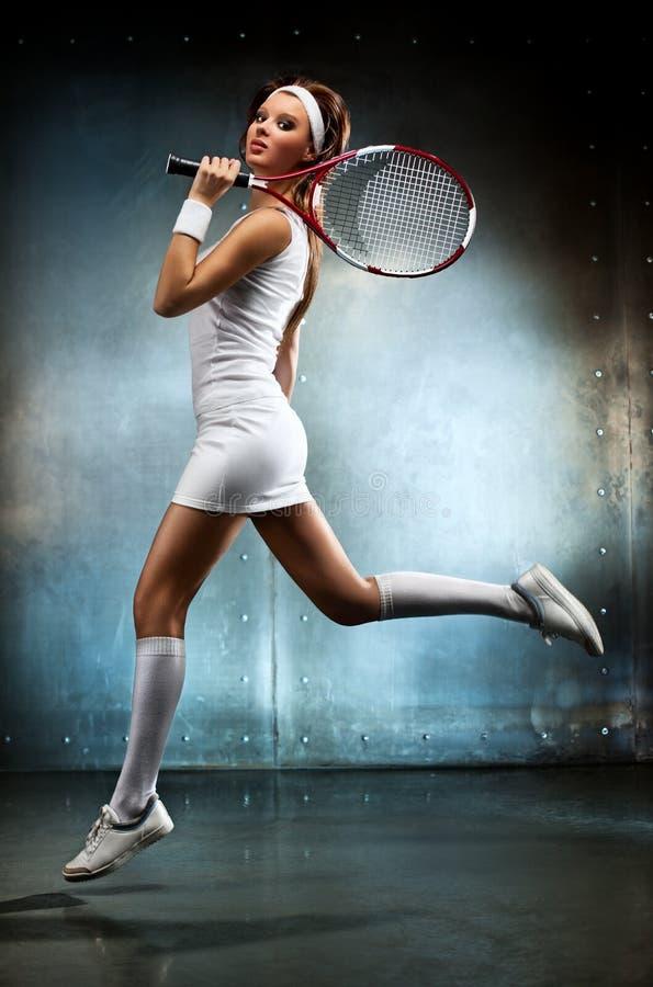 Молодая женщина теннисиста стоковое изображение