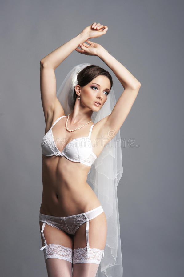 Невеста сексуальной одежде
