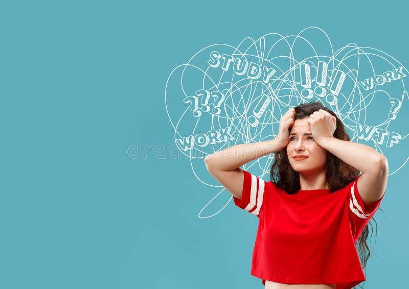 Молодая кавказская женщина со смешанными мыслями стоковые изображения