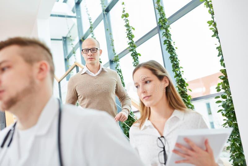 Молодая команда докторов в больнице стоковое фото rf