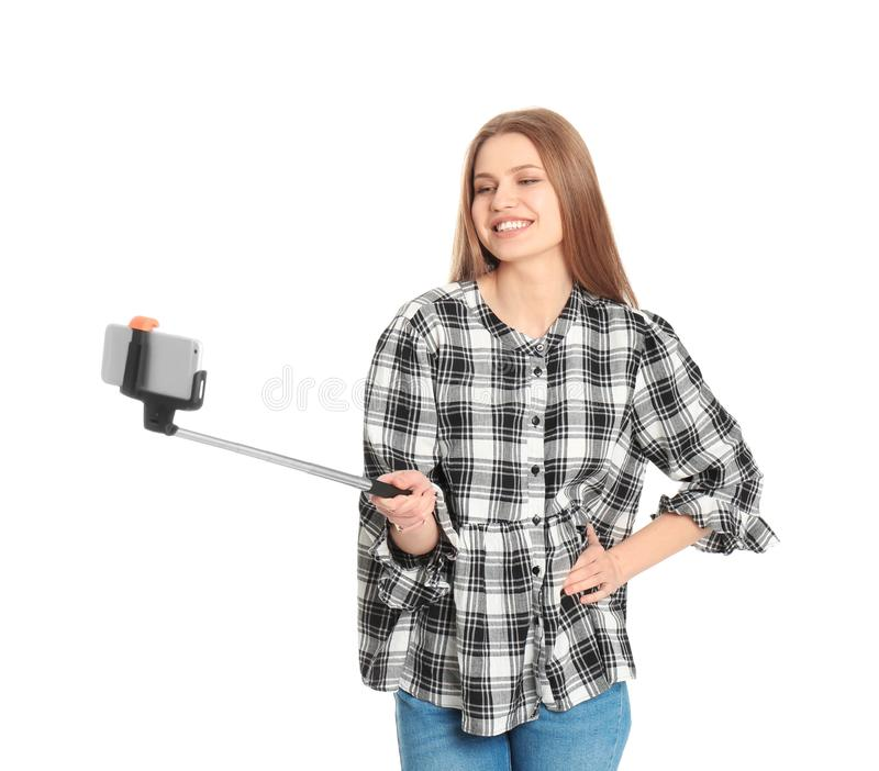 Молодая красивая женщина принимая selfie стоковая фотография rf