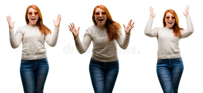 Молодая красивая женщина redhead изолированная над белой предпосылкой стоковая фотография rf