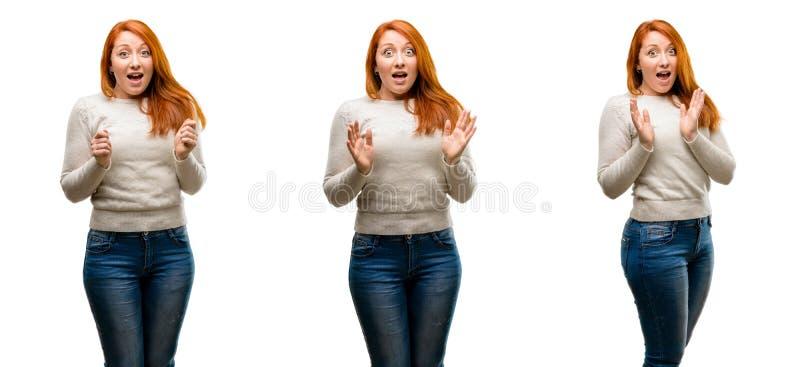 Молодая красивая женщина redhead изолированная над белой предпосылкой стоковое фото rf