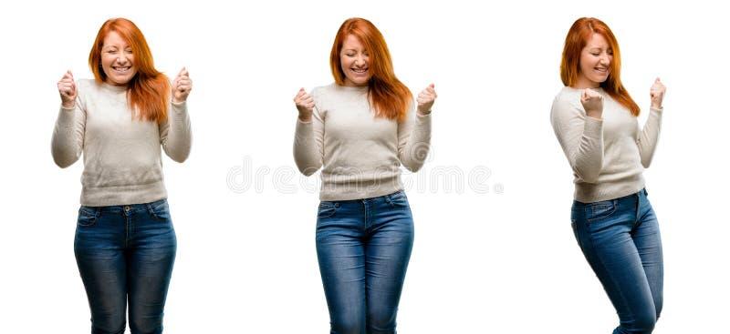 Молодая красивая женщина redhead над белой предпосылкой стоковое изображение