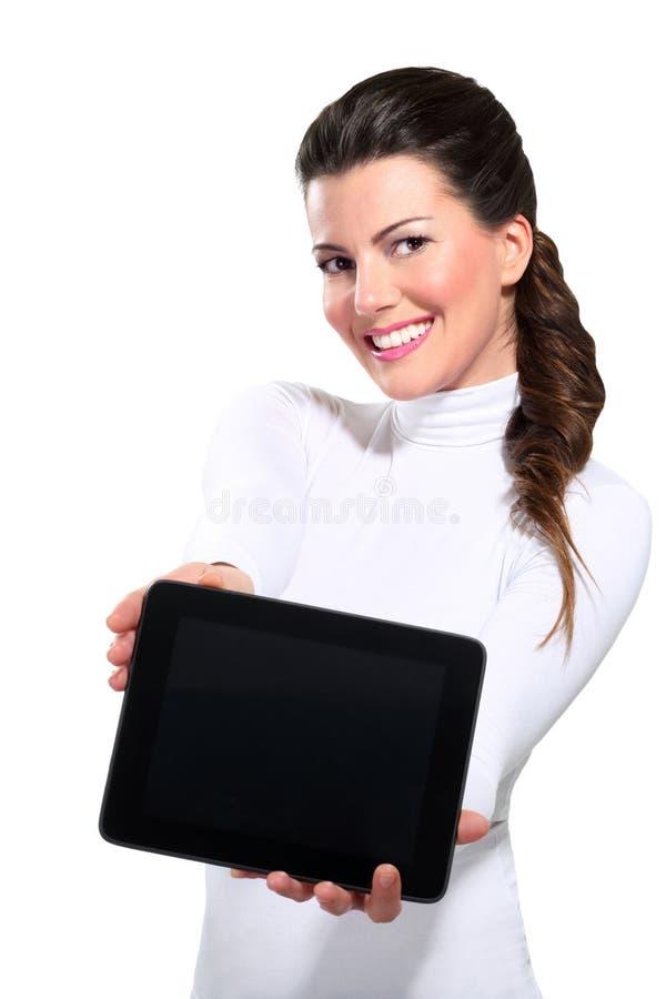 Молодая красивейшая счастливая женщина дела с таблеткой стоковые изображения