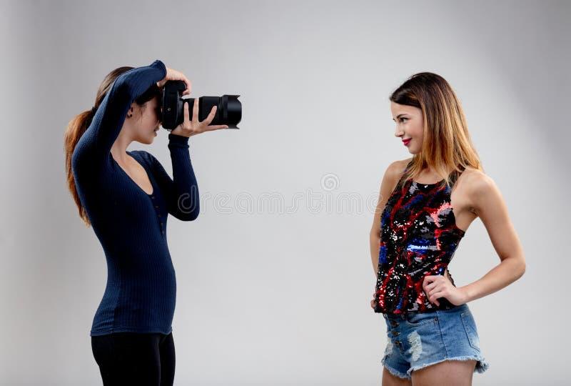 окошко коллаборация модели и фотографа сейчас нужно