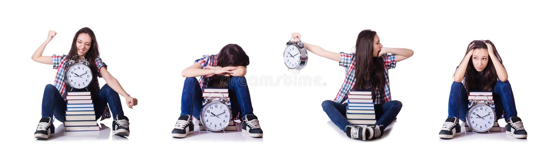 Молодая студентка пропуская ее крайние сроки на белизне стоковые изображения rf