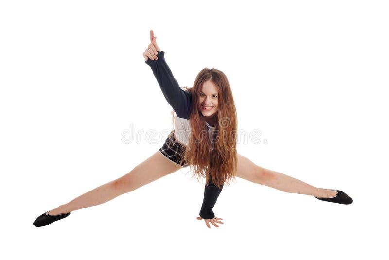Молодая счастливая женщина заискивая на поле стоковые фотографии rf