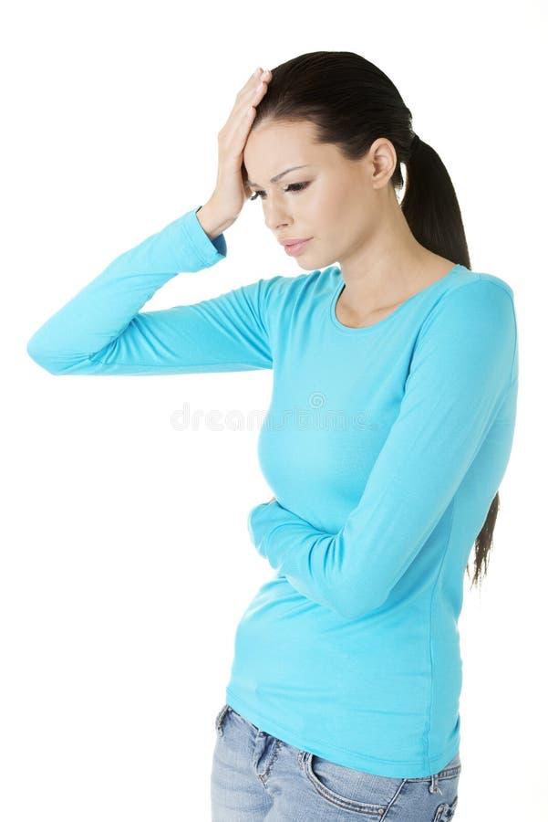 Молодая унылая женщина имеет большие проблему, нажатие или головную боль стоковые изображения rf