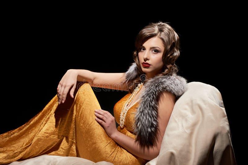 Молодая шикарная женщина стоковое изображение