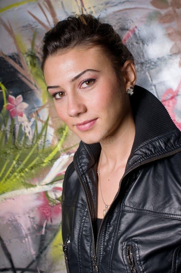 Молодая штилевая женщина стоковое изображение