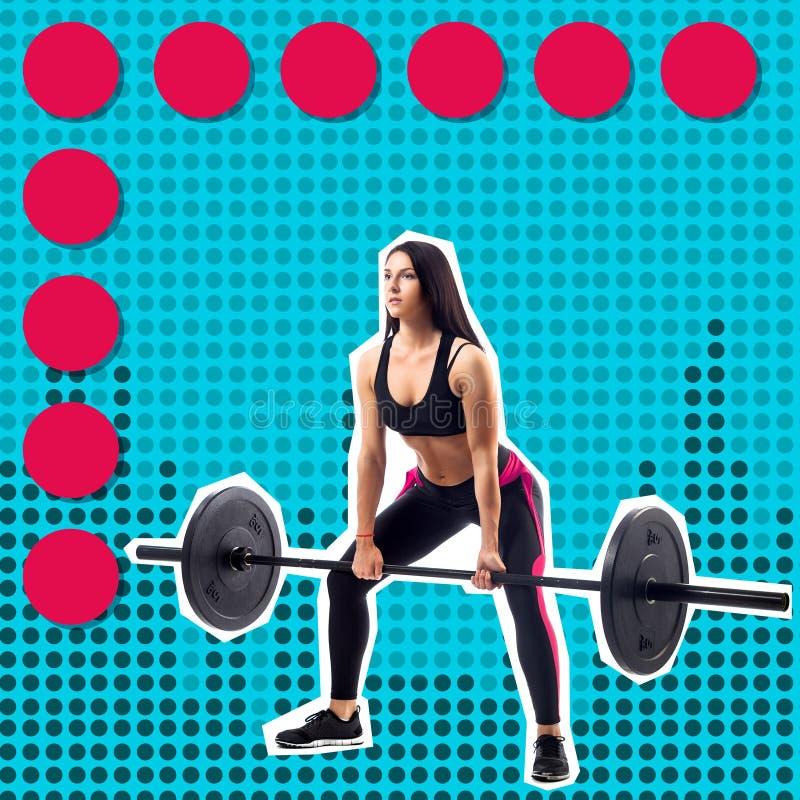 Молодая sporty модель фитнеса женщины делая deadlift стоковое фото rf