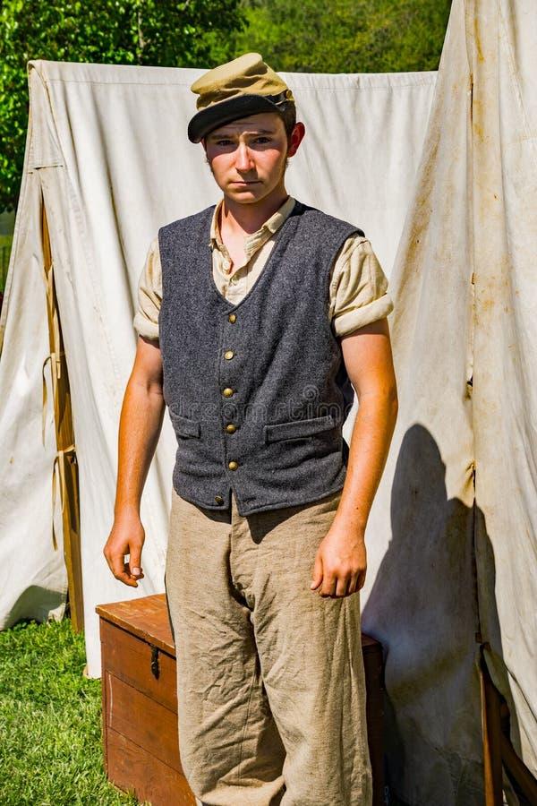 Молодое Reenactor на разбивке лагеря Confederate на сражении Buchanan стоковое фото