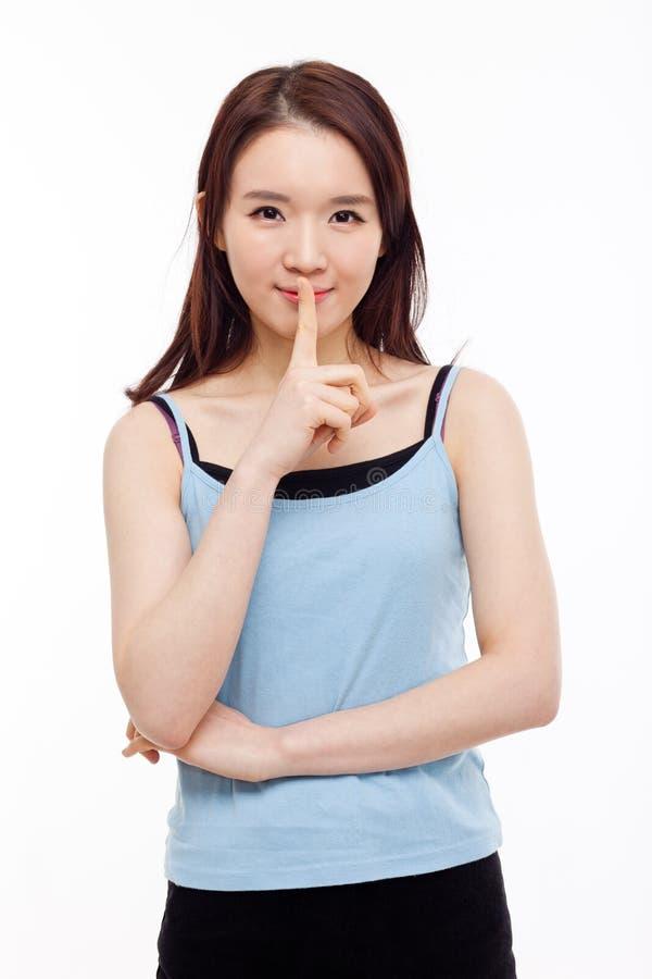 Молодой азиатский жест женщины ' не делает звук. стоковое изображение rf