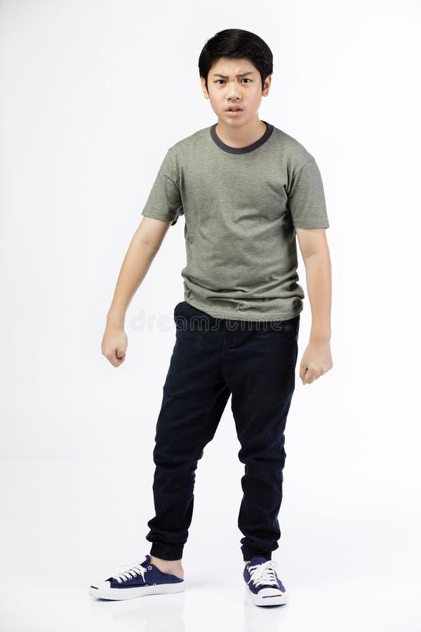 Молодой азиатский мальчик над белой предпосылкой, быть расстроенный; имейте плохое настроение эмоциональное стоковые фотографии rf