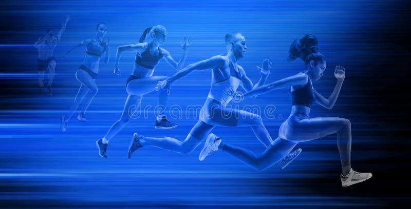Молодой Афроамериканец и кавказский бег человека и женщин изолированные на голубой предпосылке студии стоковая фотография rf