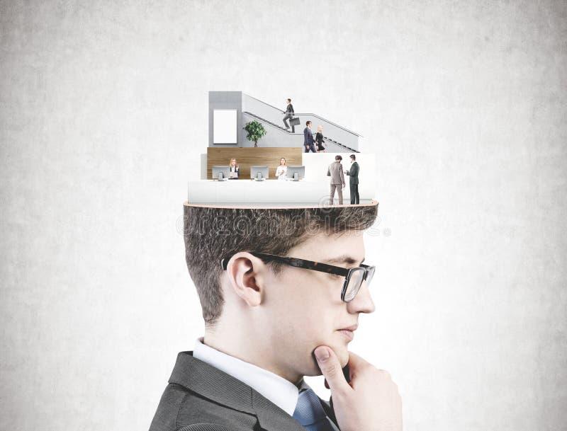 Молодой бизнесмен в стеклах, концепция дела стоковые фотографии rf