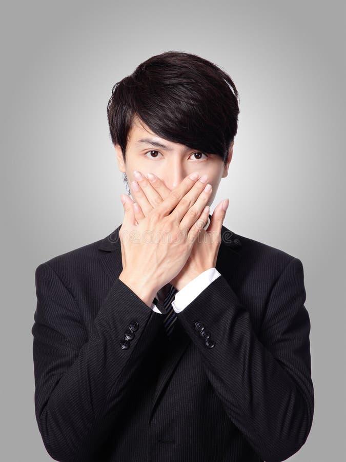 Молодой бизнесмен покрывая его рот стоковое фото rf