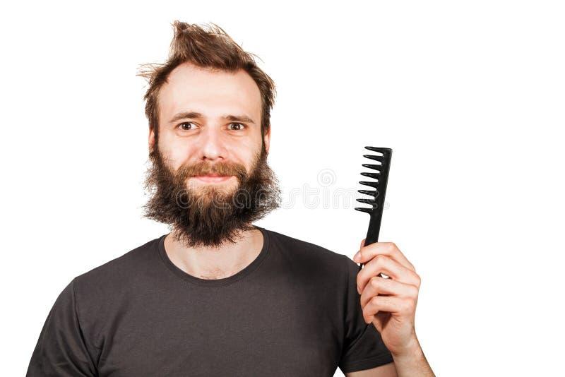 Молодой бородатый перерастанный гребень удерживания человека r стоковое фото