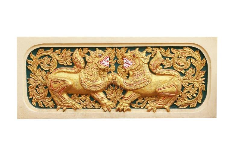 Молодой двойной лев, традиционная тайская картина штукатурки с высекать в виске, Чиангмае, Таиланде стоковая фотография