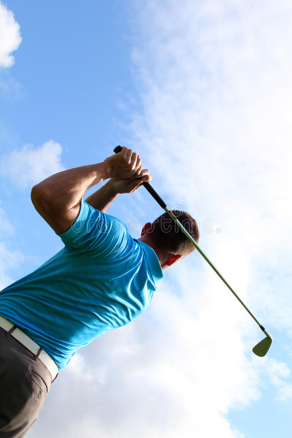 Молодой игрок в гольф стоковая фотография rf
