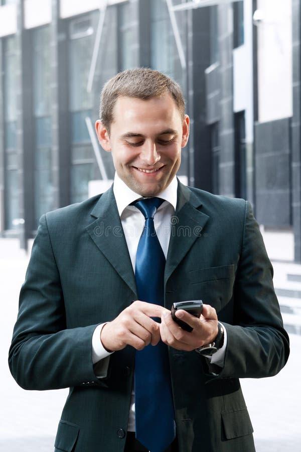 Молодой и успешный бизнесмен стоковая фотография rf