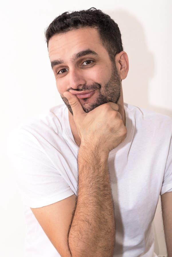 Молодой кавказец делает сексуальную смешную сторону стоковые фотографии rf