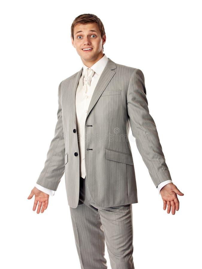 Молодой кавказский человек в костюме смотря изумлена стоковое фото rf