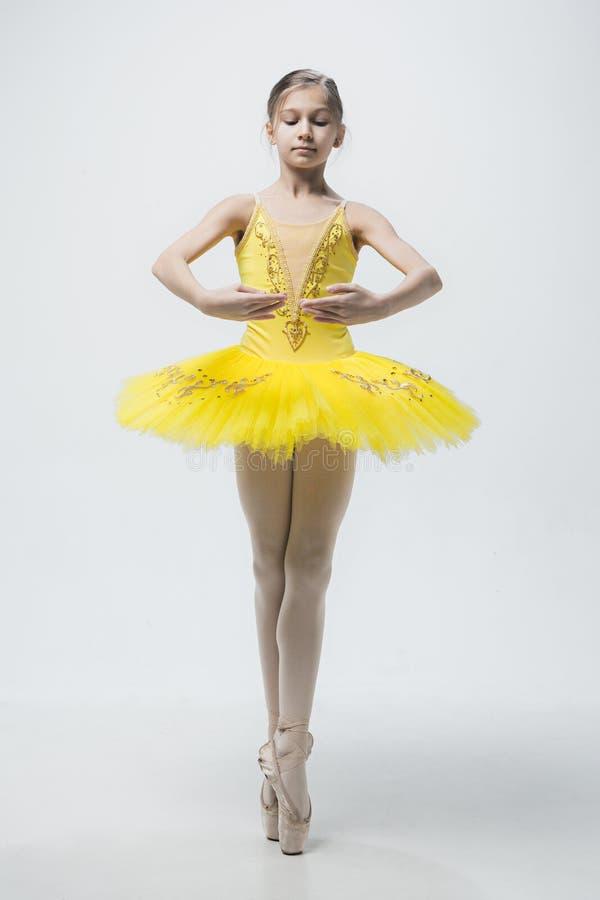 Молодой классический танцор на белой предпосылке стоковые изображения rf